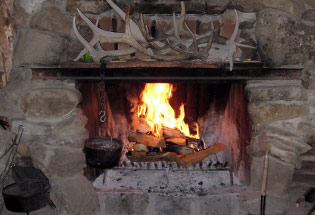 a-Slideshow-WY-cabin-fireplace